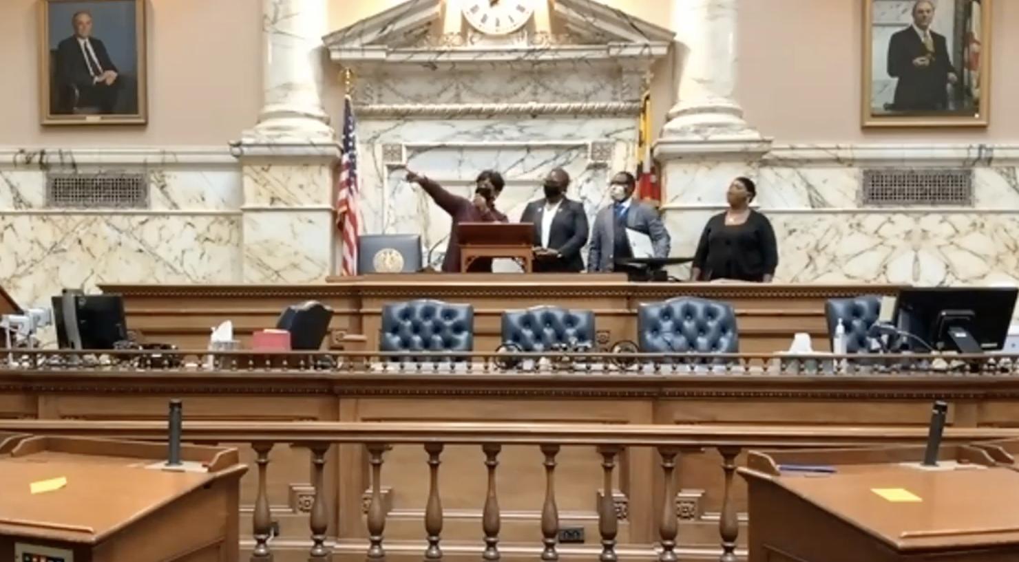 Speaker Jones swears in Del. Thiam 10-6